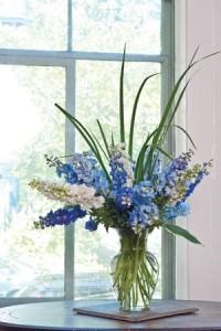 monochromatic-blue-bouquet