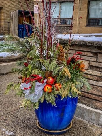 A huge glazed urn with seasonal décor. Photo: Jodi DeLong